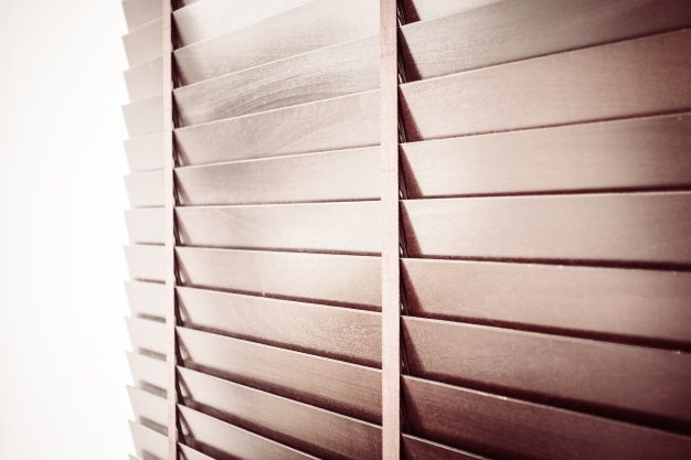 Żaluzje drewniane - wszystko co powinieneś wiedzieć przed ich zakupem