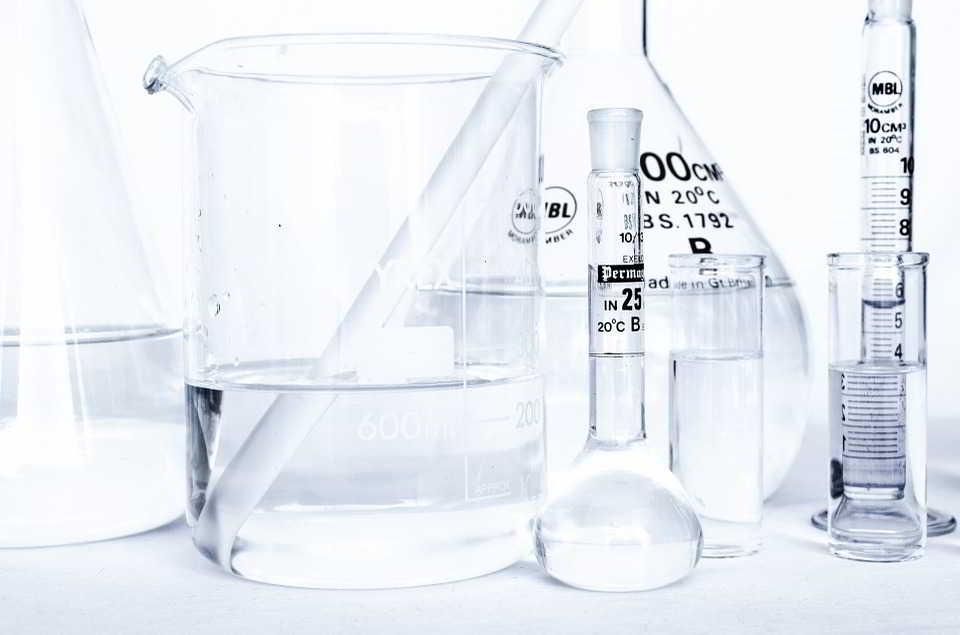 Gdzie kupić naczynia laboratoryjne – kilka rad